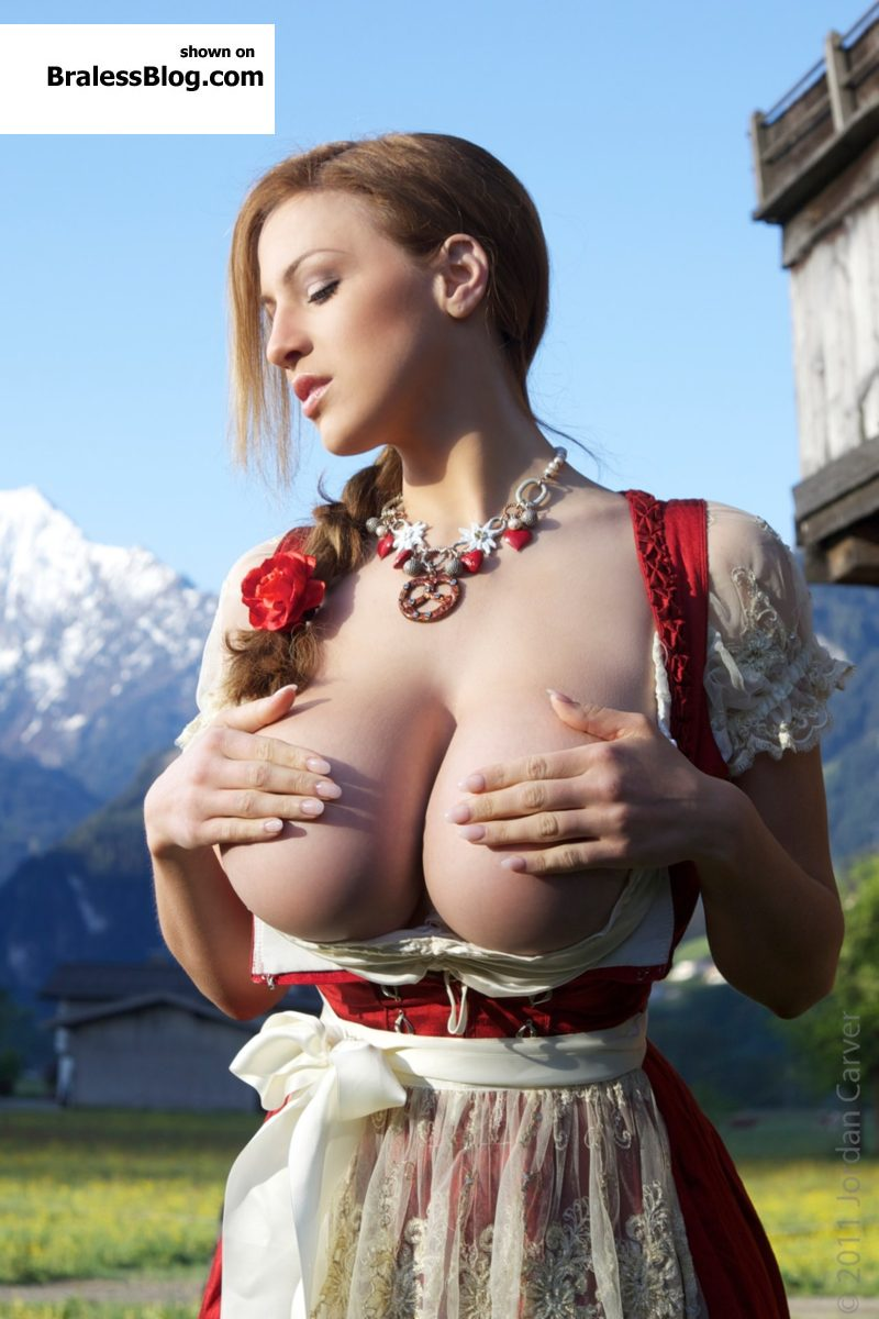 Dirndl boobs