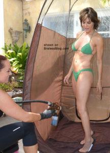 Lisa Rinna bikini pokies 1