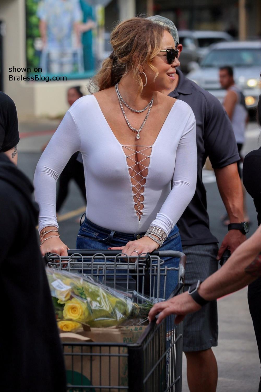 Mariah Carey giggles with pokies