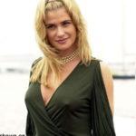 Kristy Swanson pokies 4
